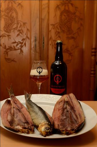 La bière triple avec du poisson fumé